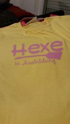Kinder t-shirt Sweatshirts, Sweaters, Fashion, Projects, Moda, Fashion Styles, Trainers, Sweater, Sweatshirt