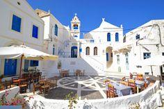główny plac, jeden z najpiękniejszych w Grecji Nissiros - Nikia Episcopal Church, Travel Articles, Greek Life, Roman Catholic, Greek Islands, Greece, Castle, Mansions, House Styles