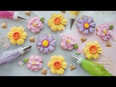 New cake decorating piping tips rose tutorial ideas Frosting Flowers, Royal Icing Flowers, Fondant Flowers, Edible Flowers, Cake Decorating Roses, Cake Decorating Videos, Cookie Decorating, Decorating Tips, Flower Cupcakes