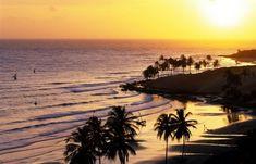 Pôr-do-sol na belíssima praia de Lagoinhas no Ceará. A praia foi eleita recentemente como uma das 10 mais belas do Brasil por várias publicações turísticas