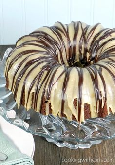 Baileys Kiss Cocktail Cake Is Not Just Any Cakewait For Ita Baileys Chocolate Cocktail Cake With Hersheys Mini Kisses, Baileys Glaze And A Chocolate Ganache.Oooh Baby Via Cookwithcurls Easy Desserts, Delicious Desserts, Yummy Food, Cupcake Cakes, Cupcakes, Bundt Cakes, Liquor Cake, Yummy Treats, Sweet Treats