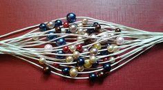 Ręcznie robiona biżuteria.  Handmade jewelry. Bransoletka sznurkowa ze szklanymi perełkami. Bransoletka z beżowego sznurka woskowanego ze szklanymi perełkami w odcieniach brązu, beżu, kaszmiru, granatu.
