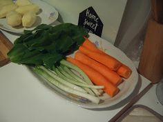 Papilele Alintate: Ciorbiţă cu leurdă Carrots, Vegetables, Food, Essen, Carrot, Vegetable Recipes, Meals, Yemek, Veggies