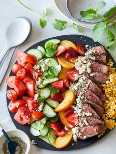 A recipe for Loaded Cold Beef Salad, perfect for hot summer days, or when you want to get that grill fired up! Fresh Salad Recipes, Salad Recipes For Dinner, Healthy Salad Recipes, Lunch Recipes, Summer Recipes, Healthy Meals, 21 Day Fix, Sin Gluten, Ny Steak