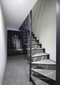 目黒区鷹番の賃貸併用住宅の作品事例です。鉄筋コンクリートRC造の3階建てで、庭やルーフバルコニーのウッドデッキやインテリアにもこだわった賃貸併用デザイン住宅です。 Stairs, House, Home Decor, Stairway, Decoration Home, Home, Room Decor, Staircases, Home Interior Design