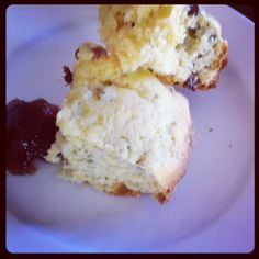 Slow Cooker Raisin Scones are great to eat in the morning for breakfast or in the evening after dinner. Theyre made with sugar, flour, milk,. Best Slow Cooker, Slow Cooker Soup, Slow Cooker Recipes, Crockpot Meals, Slow Cooker Breakfast, Breakfast Dishes, Sultana Scone Recipe, Raisin Scones, Food Cravings