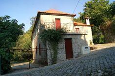 HELDER BARROS: Amarante - Casa do Rio, na freguesia de Ôlo, bem ao lado do rio com o mesmo nome...