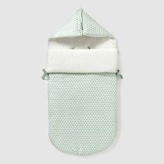 Le nid d'ange ouatiné et doublé en jersey. Les ouvertures intérieures permettent de l'utiliser dans le siège auto. Fermeture zippée sur le côté. Capuche boutonnée. Dimensions : 89 x 42 cm. COMPOSITION & DÉTAILSMatière 80 % coton , 20 % polyesterDoublure Pur cotonMarque R babyENTRETIENLaver, sécher et repasser sur l'enversLavage en machine à 40° avec coloris similairesSéchage en machine modéréRepassage à température modérée
