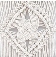 The 7 strand Quad Weave Knot is a whopper in this XL Odyssey! This technique has been the source of much inspiration, perspiration,… Source by eduenz Diy Macrame Wall Hanging, Macrame Plant Hangers, Macrame Bag, Micro Macrame, Creation Couture, The Knot, Macrame Design, Macrame Projects, Macrame Patterns