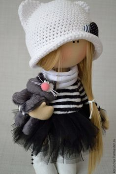 Купить или заказать Кукла с котом в интернет магазине на Ярмарке Мастеров. С доставкой по России и СНГ. Материалы: трикотаж, трикотаж масло, плюш, фатин,…. Размер: 30 см