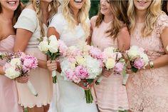 Cuando se trata de una boda con corte, los vestidos de las damas de honor deben…