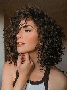 Short Curly Haircuts, Curly Hair Cuts, Curly Hair Styles, Girls With Curly Hair, Curly Hair Bob Haircut, Cute Short Curly Hairstyles, Short Permed Hair, Layered Curly Hair, Shoulder Length Curly Hair
