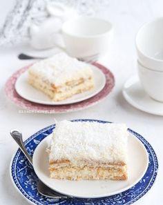 Przez długi czas byłam sceptycznie nastawiona do przepisów z wykorzystaniem krakersów do ciast na zimno. Obawiałam się, że ich słony smak ze...