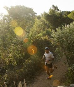 Trail running: the perfect combination of exercise and nature that heals the body and soul. Health Plus, Get Outdoors, Outdoor Workouts, Go Camping, Get Outside, Trail Running, Photo Credit, Golf Courses, Skyline