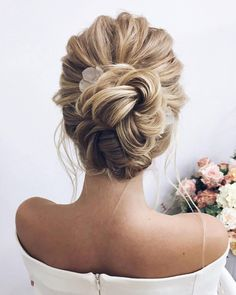 top pick 30 Stunning Wedding Hairstyles Ideas in Just like treding wedding decor, wedding hairstyles also change with each passing year. (Need proof? Just take a look at your mom's wedding photos, fe. Wedding Hairstyles With Veil, Cute Hairstyles For Short Hair, Bob Hairstyles, Curly Hair Styles, Fashion Hairstyles, Wedding Hair With Veil Updo, Mother Of The Bride Hairstyles, Bridal Hairstyles, Classic Wedding Hair