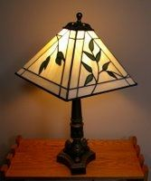 4 panel lamp with leaf pattern. Stained Glass Projects, Stained Glass Patterns, Hide Tv Over Fireplace, Stained Glass Lamp Shades, Lampshades, Table Lamp, Lighting, Inspiration, Home Decor