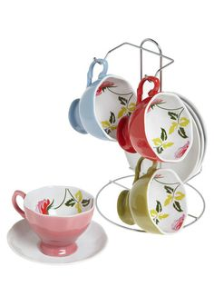 i'm a little ashamed that i don't already have a tea set. thankfully though, that leaves me room for this one.
