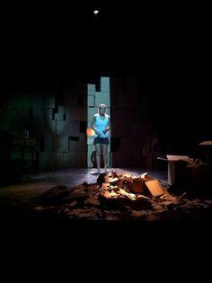 Peça de teatro Morreste-me - http://zarpante.com/pg/agenciamento-pe-124#.UbDy0-vOHMh