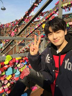 """""""can I play with the puppies?"""" in which jeongin pays chan a daily visit at the pet store. highest rank: in puppies in jeonchan in skz - started K Pop, Bts 2013, Sung Lee, Kids Fans, Stray Kids Seungmin, Kid Memes, Kids Wallpaper, Lee Know, Minho"""