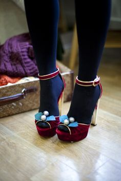 black tights + velvet open toed shoes with little bows ^o^ Navy Tights, Black Tights, Tights Outfit, Red Velvet Heels, Mode Shoes, Color Block Shoes, Christmas Shoes, Open Toe Boots, Kinds Of Shoes