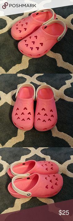 MICKEY MOUSE CROCS PINK AND WHITE MICKEY MOUSE CROCS PINK AND WHITE. EXCELLENT PRELOVED CONDITION. SMOKE FREE. CROCS Shoes