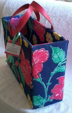 Bolsa Juliana. Linda com essas alças de couro pink.. Adoro essa combinação de cores. R$ 75,00
