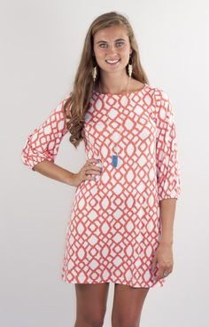 Hourglass Lilly 500SQQORG is simply an easy and classic look for Fall! The gorgeous print is ikat-like, and the 3/4 sleeve is flattering and easy to wear. This looks fab paired with boots and more!