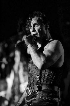 Till Lindemann [Sonne] https://www.youtube.com/watch?v=FZryTEMFrM4