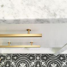 Lewis Dolin cabinet handle bars in brushed brass - Hardwarehut.com