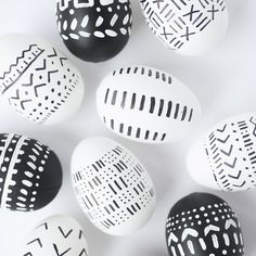 Inspired by African mudcloth, these DIY eggs are so easy to make. Whip these up in five minutes and you've got gorgeous black and white eggs