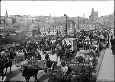 Nasty traffic on Pyrmont Bridge, c. 1904 Looking East towards the city from the operating tower on the bridge. View showing horse and cart traffic across the Pyrmont Bridge. This version of the Pyrmont Bridge opened to traffic in June Wales Beach, Coogee Beach, Aboriginal History, Sydney City, Darling Harbour, Historical Images, History Photos, Sydney Australia, Old Photos