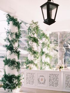 We love when our Round Hampton Bar is given a floral wallpaper makeover! Adding bright, bold patterns to your bar façade can liven up the event space and add more color while being anchored with the neutral white of the bar, making it perfect for any event!  perchdecor.com  #greenery #romantic #weddinginspiration