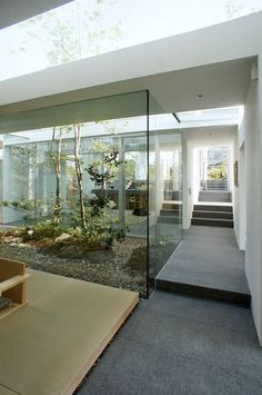 japan-architects.com: 7月 2014 Patio Interior, Home Interior Design, Japanese Architecture, Architecture Design, Modern Japanese Interior, Asian House, Internal Courtyard, House Plants Decor, Modern Landscaping