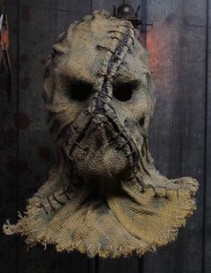 Genius Halloween Ideas Ever Halloween is an annual holiday celebrated each year on October It originated with the ancient Celtic festival of S. Scarecrow Mask, Halloween Scarecrow, Scary Halloween Costumes, Halloween Masks, Halloween Ideas, Scarecrow Cosplay, Burlap Halloween, Outdoor Halloween, Arte Horror