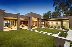 Luxuriuos Borell Street Residence by Bagnato Architects Modern Exterior, Exterior Design, Casas Country, Pools For Small Yards, Marble House, Modern House Design, My Dream Home, Modern Architecture, Beautiful Homes