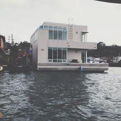To live on a lake house.