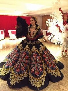 Miss Philippines' Karen Ibasco's National Costume at the Miss Earth Philippines Dress, Philippines Fashion, Modern Filipiniana Gown, Filipino Fashion, Asian Fashion, Debut Gowns, Evening Dresses, Prom Dresses, Queen Outfit