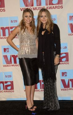 Olsen Twins at the MTv Music Awards | music awards press room in this photo ashley olsen mary kate olsen mtv ...