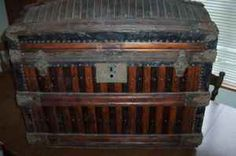 English: Oak slat trunk made by Martin Maier