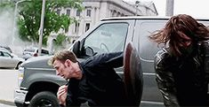 Captain America: the Winter Soldier bloopers. Chris Evans has a prop malfunction. Click-through for more.