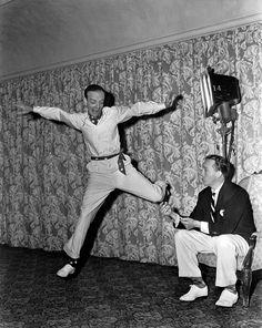 2 van de bekendste sterren uit de Hollywood musicaljaren '30 en '40: danser Fred Astaire en zanger Bing Crosby. Ze zaten samen enkele keren in één, zoals Holiday Inn, waaruit het nummer White Christmas komt.