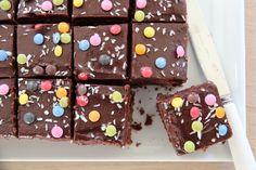 SJOKOLADELANGPANNE MED CULTURA Norwegian Food, Norwegian Recipes, Chocolate Heaven, Banana Cream, Recipe Boards, Brownie Bar, Cookie Bars, Let Them Eat Cake, Cake Recipes