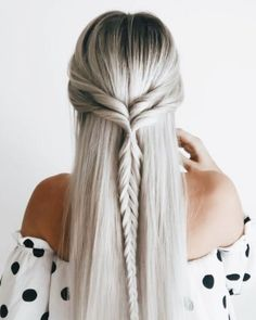 Ash Blonde Hair: How To Get Perfect Ash Blonde Hair Color Blonde Hair Color, Pretty Hairstyles, Braided Hairstyles, Ladies Hairstyles, Wedding Hairstyles, Unique Hairstyles, Hairstyles Videos, Shakira Hairstyles, Gray Hairstyles, Fashion Hairstyles