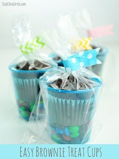 Classroom: birthday Plastic cups, store-bought baked goods, cellophane, wasabi tape and a few extra little treats are all you need to create 'anytime' gifts and party favors. Classroom Birthday Treats, Birthday Snacks, Kids Birthday Favors, Birthday Giveaways For Kids, Birthday Treats For School, Party Treats, Party Favors, Party Snacks, Party Party