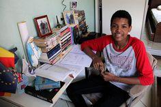Um garoto morador de Ceilândia que passou pra medicina na UnB.