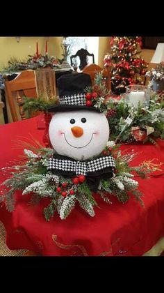 New woodland christmas tree decorations xmas Ideas Snowman Christmas Decorations, Christmas Centerpieces, Christmas Tree Toppers, Tree Decorations, Xmas Tree, Christmas Projects, Christmas Diy, Christmas Wreaths, Christmas Crafts