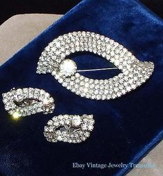 Vintage HIGH END Clear Rhinestone Silver Tone Pin & Earrings Set Unique Design