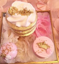 Golden-White-And-Pink-Princess-Birthday-Party-Treats