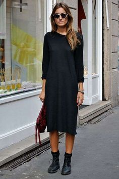 Loving the simple style of this long black dress paired with boots. - Total Street Style Looks And Fashion Outfit Ideas Look Fashion, Daily Fashion, Street Fashion, Autumn Fashion, Milan Fashion, Fashion Women, Net Fashion, Fashion Heels, India Fashion