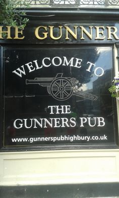 Me, hubby & the kids had a drink in here before going to the Stadium Tour at Highbury, many years ago. Arsenal Players, Arsenal Football, Arsenal Fc, Football Casuals, Orlando City, Good Soccer Players, Stadium Tour, Soccer Skills, English Premier League
